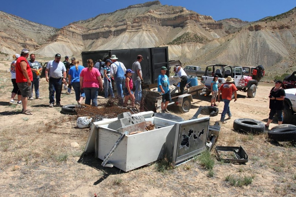 Grand Mesa Jeep Club cleans up North Desert